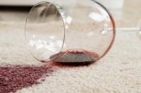 Rotweinfleck_entfernen_Rotwein_verkippt_unschlagbare_Tipps_und_Tricks_fur_den_Haushalt